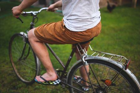 自転車に乗っているときの腰のアップ