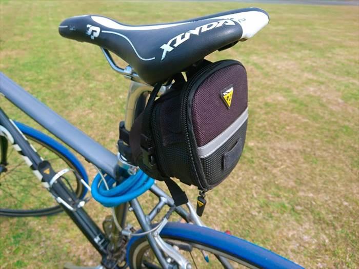 TOPEAK(トピーク)エアロ ウェッジ パック(Mサイズ)を装着したエスケープR3