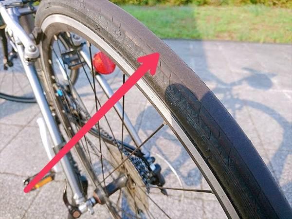 エスケープR3の後輪タイヤがすり減ってツルツルの状態