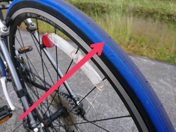 エスケープR3の後輪タイヤを新品に交換した状態