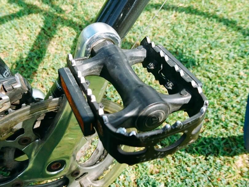 GIANTエスケープR3の純正ペダル